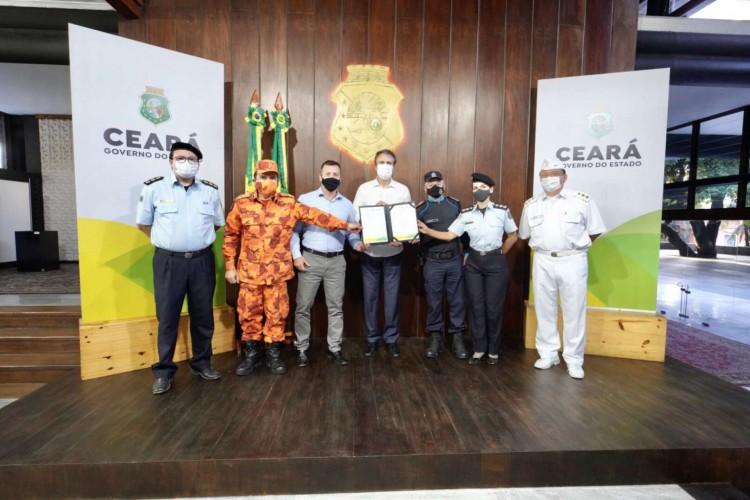 Governador Camilo Santana assinou a ordem de serviço do Complexo de Assistência Biopsicossocial, Odontológica e Laboratorial (Foto: Reprodução/ Governo do Ceará)