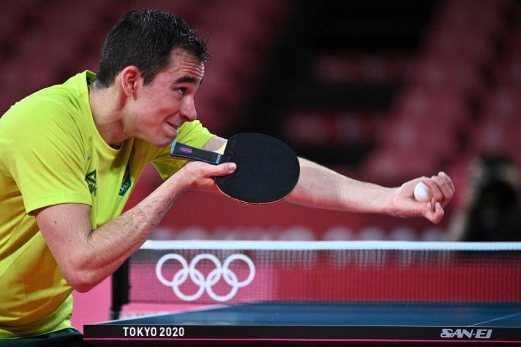 Brasileiro Hugo Calderano segue na disputa do tênis de mesa (Foto: Anne-Christine POUJOULAT / AFP)