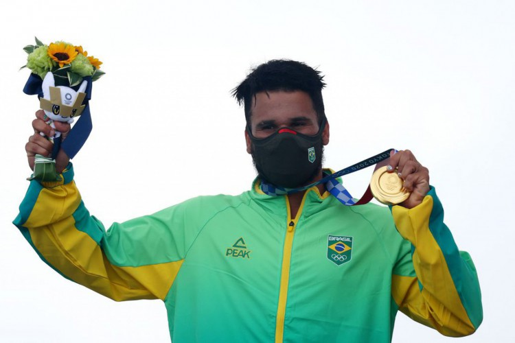 Brasil ganha ouro no surfe e bronze na natação (Foto: )