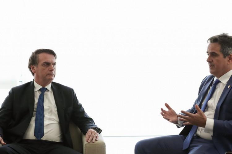 O presidente da República, Jair Bolsonaro durante audiência com Onyx Lorenzoni, Ministro-Chefe da Casa Civil da Presidência da República e Senador Ciro Nogueira (PP-PI), Presidente Nacional do PP (Foto: Marcos Corrêa/PR)