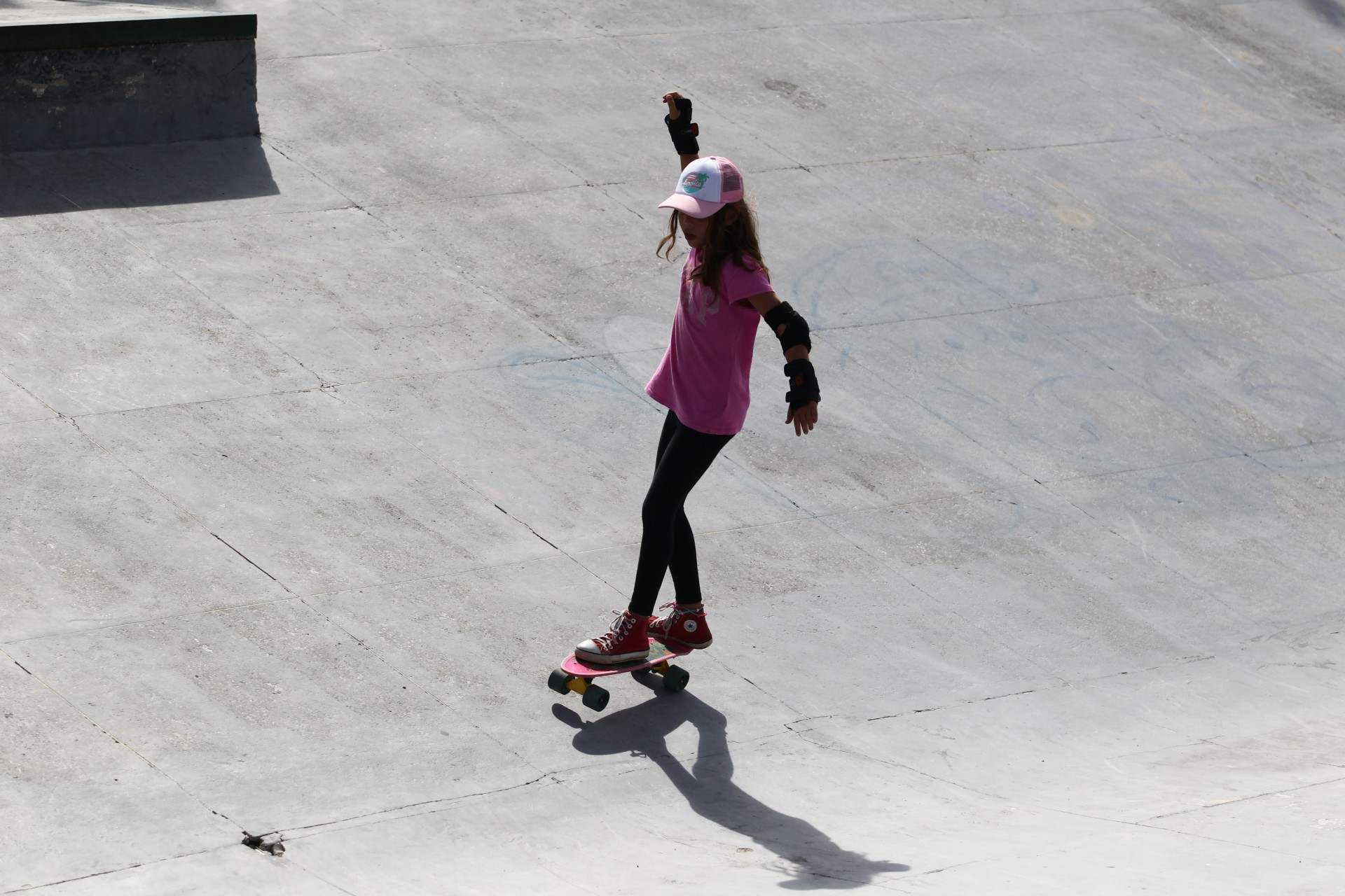 (Foto: FABIO LIMA)Para Tereza Lara Carvalho, 9 anos, o skate é uma diversão. Ela pratica nas rampas da pista do Cocó, na avenida Raul Barbosa