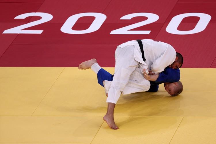 O brasileiro Rafael Buzacarini foi derrotado nas oitavas de final do judô, na categoria -100 kg, pelas Olimpíadas de Tóquio e está eliminado (Jack GUEZ / AFP) (Foto: Jack GUEZ / AFP)