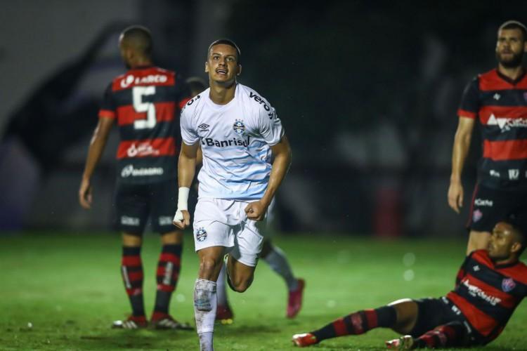 Grêmio atropela Vitória no Barradão e abre vantagem na Copa do Brasil (Foto: )