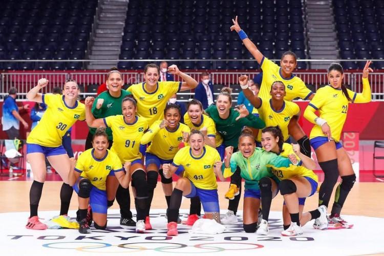 Com fortalezense Adriana de Castro, seleção brasileira de handebol feminino enfrenta a Espanha; veja data e hora de competições dos cearenses na Olimpíada de Tóquio para esta quarta-feira, 28 (Foto: Reprodução/Instagram)