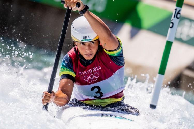 28.07.2021 - Jogos Olímpicos Tóquio 2020 - Tóquio - Kasai Canoe Slalom Park - Na foto Ana Satilá do Time Brasil durante as eliminatórias da categoria C1 da canoagem slalom. Foto: Míriam Jeske/COB (Foto: Miriam Jeske/COB)