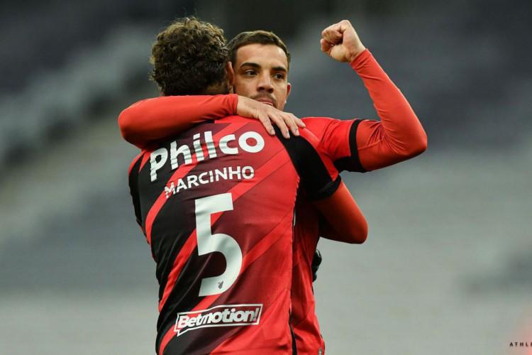 Com dois de Terans, Athletico-PR bate Atlético-GO pela Copa do Brasil (Foto: )