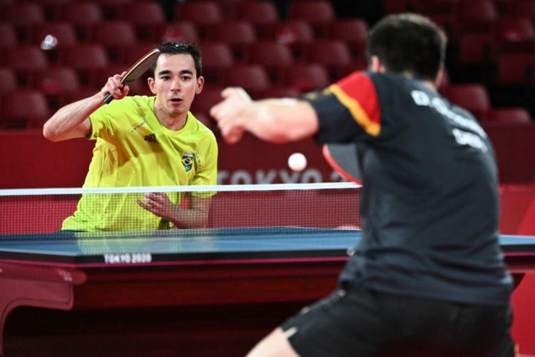 Hugo Calderano perdeu para Dimitrij Ovtcharov  (Foto: Anne-Christine POUJOULAT / AFP))