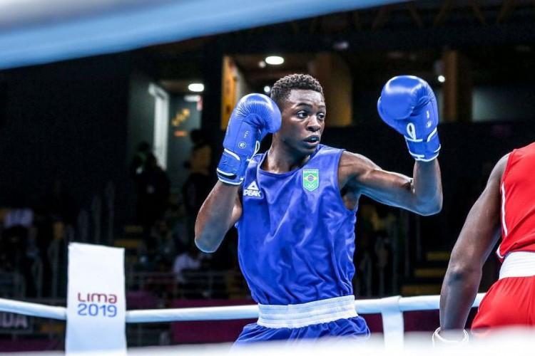 Keno Marley venceu adversário chinês no boxe peso médio-leve e avança às quartas de final da modalidade na Olimpíada de Tóquio (Foto: DANILO BORGES)