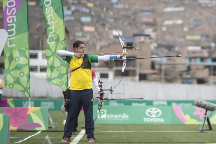 Marcus D'Almeida venceu a segunda eliminatória por 7 a 1 e avança às oitavas de final do tiro com arco na Olimpíada de Tóquio (Foto: Divulgação/COB)