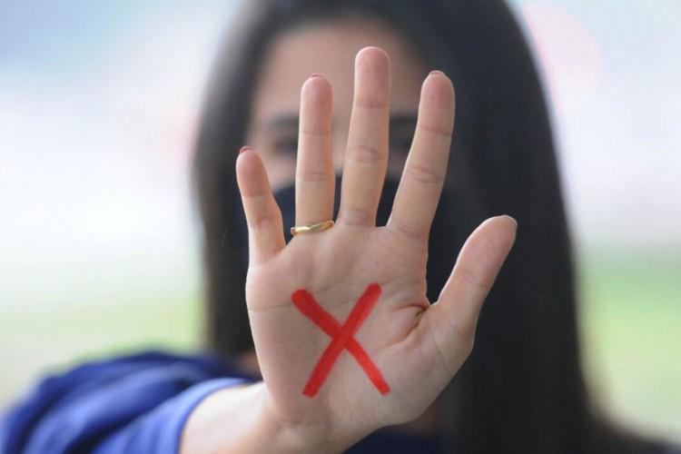 Bolsonaro sanciona programa de combate à violência contra a mulher (Foto: )
