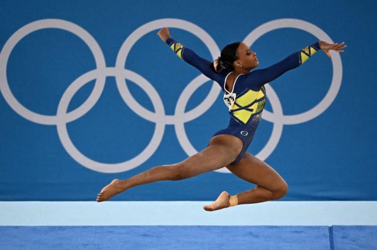 Rebeca Andrade conquistou a medalha de prata na ginástica artística(Foto: Lionel BONAVENTURE/AFP)