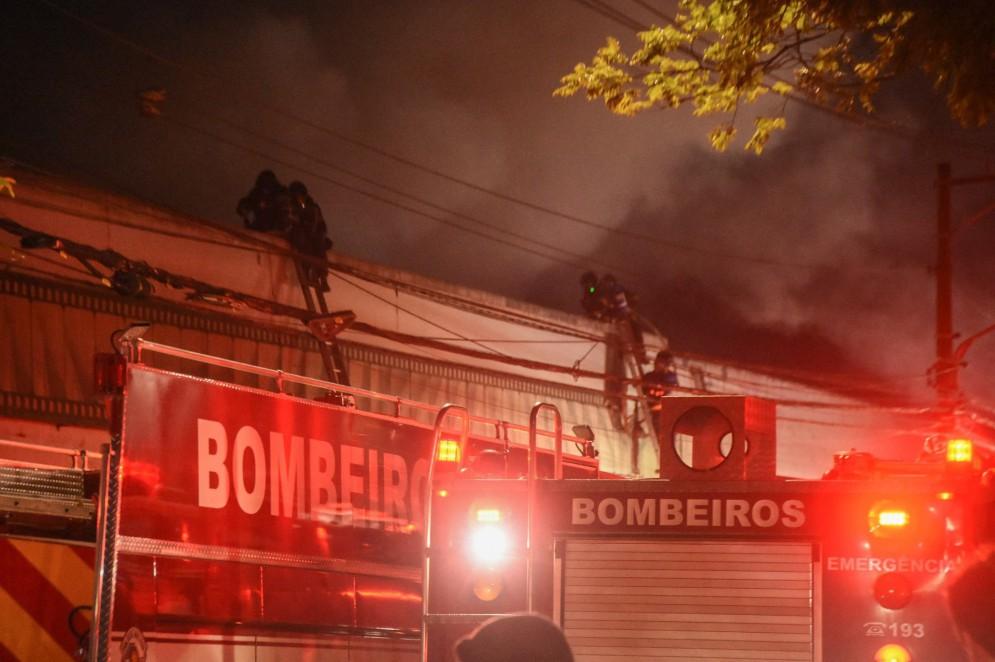 Galpão da Cinemateca Brasileira pegou fogo noite de quinta-feira, 29(Foto: RONALDO SILVA/AE)