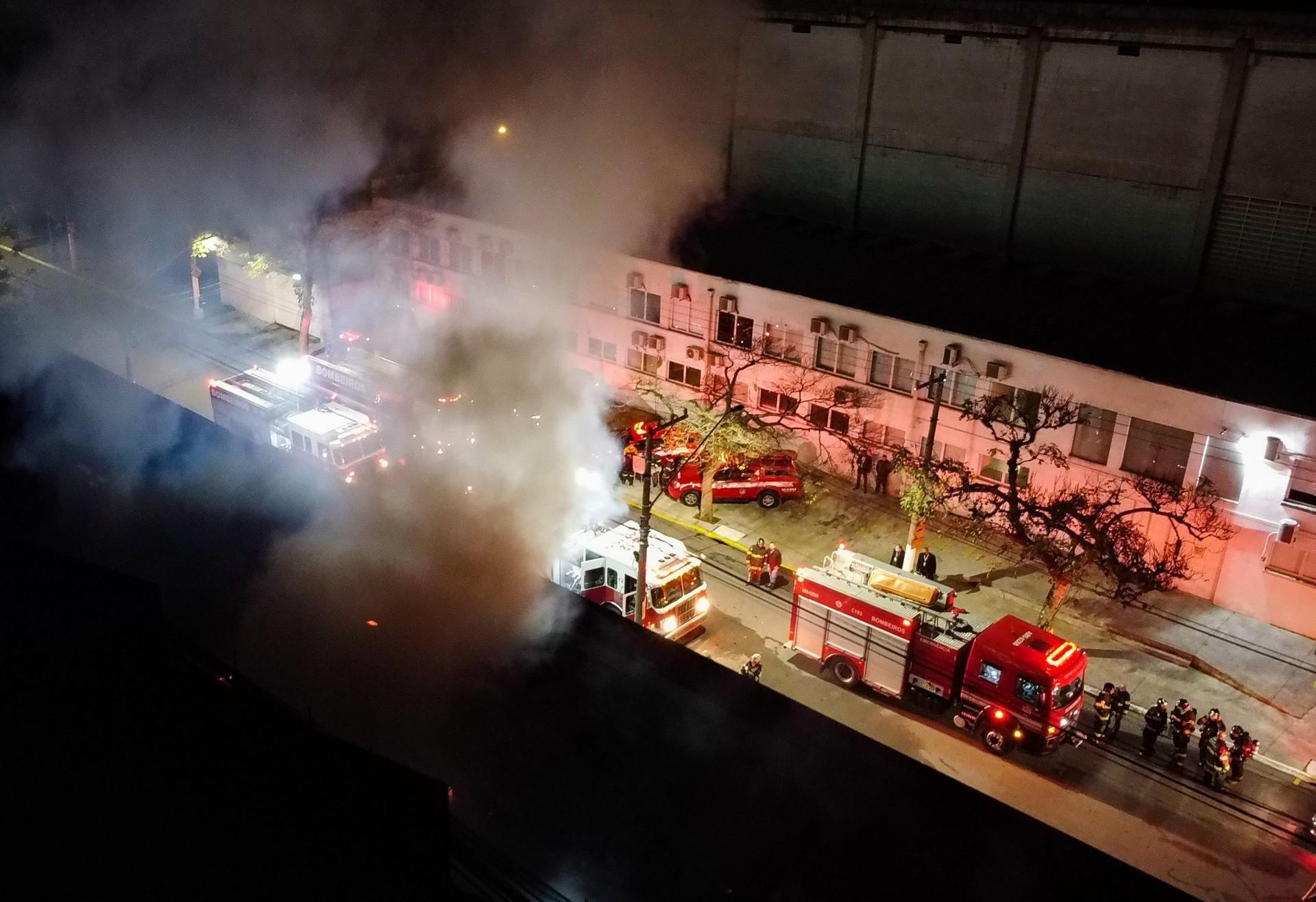 Galpão da Cinemateca Brasileira foi incendiado na última quinta-feira, 29 de julho (Foto: RONALDO SILVA/AE)