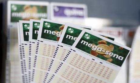 O sorteio da Mega Sena Concurso 2395 será realizado hoje, sábado, 31 de julho (31/06). O prêmio está acumulado em R$ 38 milhões