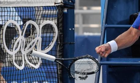 NOVAK Djokovic descontou frustração na própria raquete