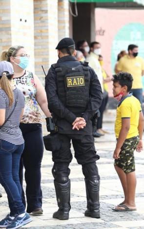 Policiamento militar manteve vigilância próxima a locais de votação durante este domingo, 1º, em Missão Velha(foto: FÁBIO LIMA)
