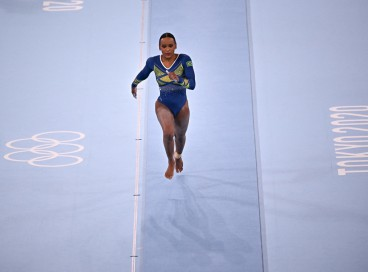 A brasileira Rebeca Andrade compete no evento de salto durante os Jogos Olímpicos de Tóquio 2020, no Ariake Gymnastics Center, em Tóquio, em 29 de julho de 2021.