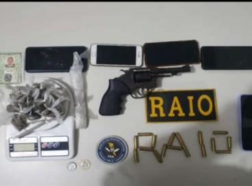 Drogas, celulares, arma e balança de precisão apreendidos pela Polícia Militar em Icó