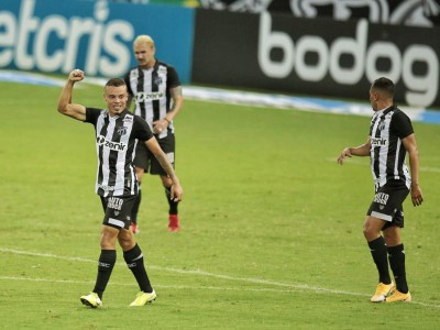 Kelvyn comemora gol marcado pelo Ceará em Clássico-Rei válido pela 14ª rodada do Brasileirão, no Castelão.