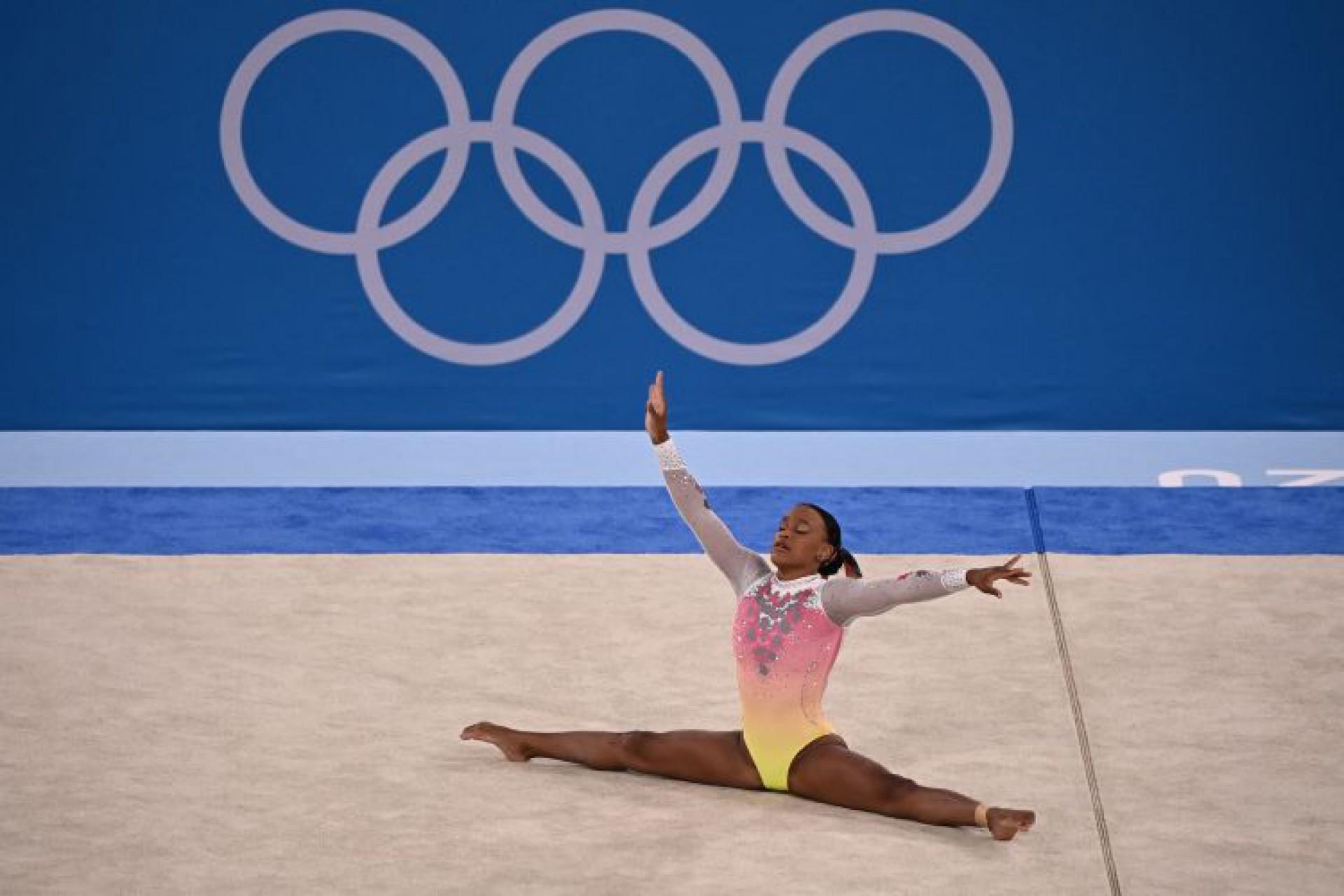 Rebeca Andrade terminou em 5º na final do solo (Foto: Lionel BONAVENTURE / AFP)