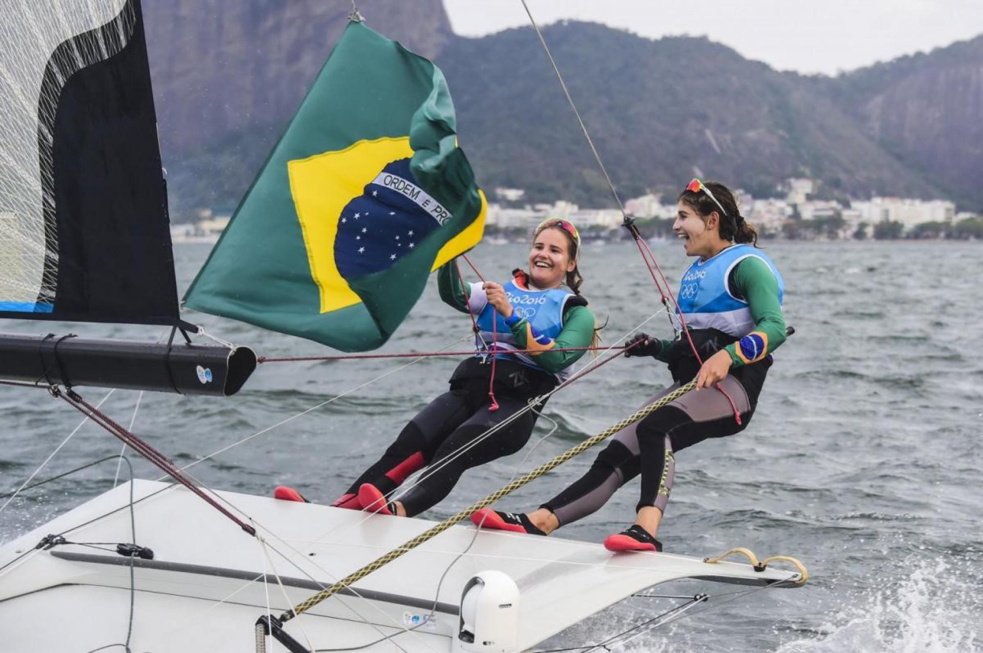 Martine Grael e Kahena Kunze ganharam o ouro para o Brasil na vela 49er na Olimpíada de Tóquio