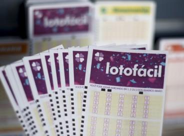 O resultado da Lotofácil Concurso 2358 foi divulgado hoje, quarta-feira, 27 de outubro (27/10). Os números foram sorteados pela Caixa Econômica Federal.