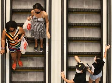 Lojas estão proibidas de funcionarem amanhã, 27, devido a data que celebra o trabalho dos comerciários. Originalmente comemorado em outubro, data foi adiantada em três cidades cearenses