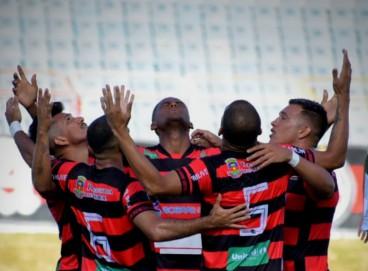 Elenco do Guarany-S comemora mais uma vitória