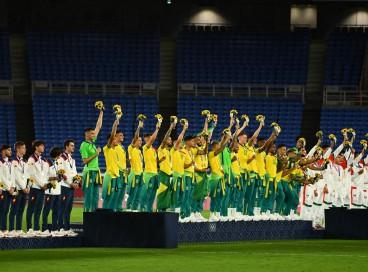 Jogadores da seleção masculina de futebol não vestiram o agasalho do Time Brasil na cerimônia de premiação