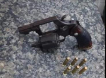 Arma apreendida pela PM durante a prisão em flagrante de suspeito de tentativa de homicídio no Crato