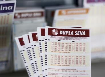 O resultado do Dupla Sena, Concurso 2291 será divulgado hoje, quinta-feira, 28 de outubro (28/10). O prêmio está acumulado em R$ 4,5 milhões; saiba como apostar