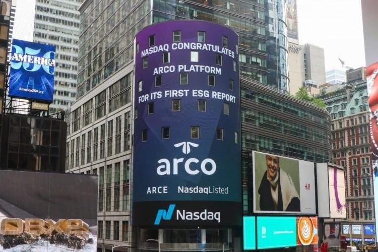 Painel da Nasdaq em Nova York celebrou o relatório da Arco(Foto: DIVULGAÇÃO)