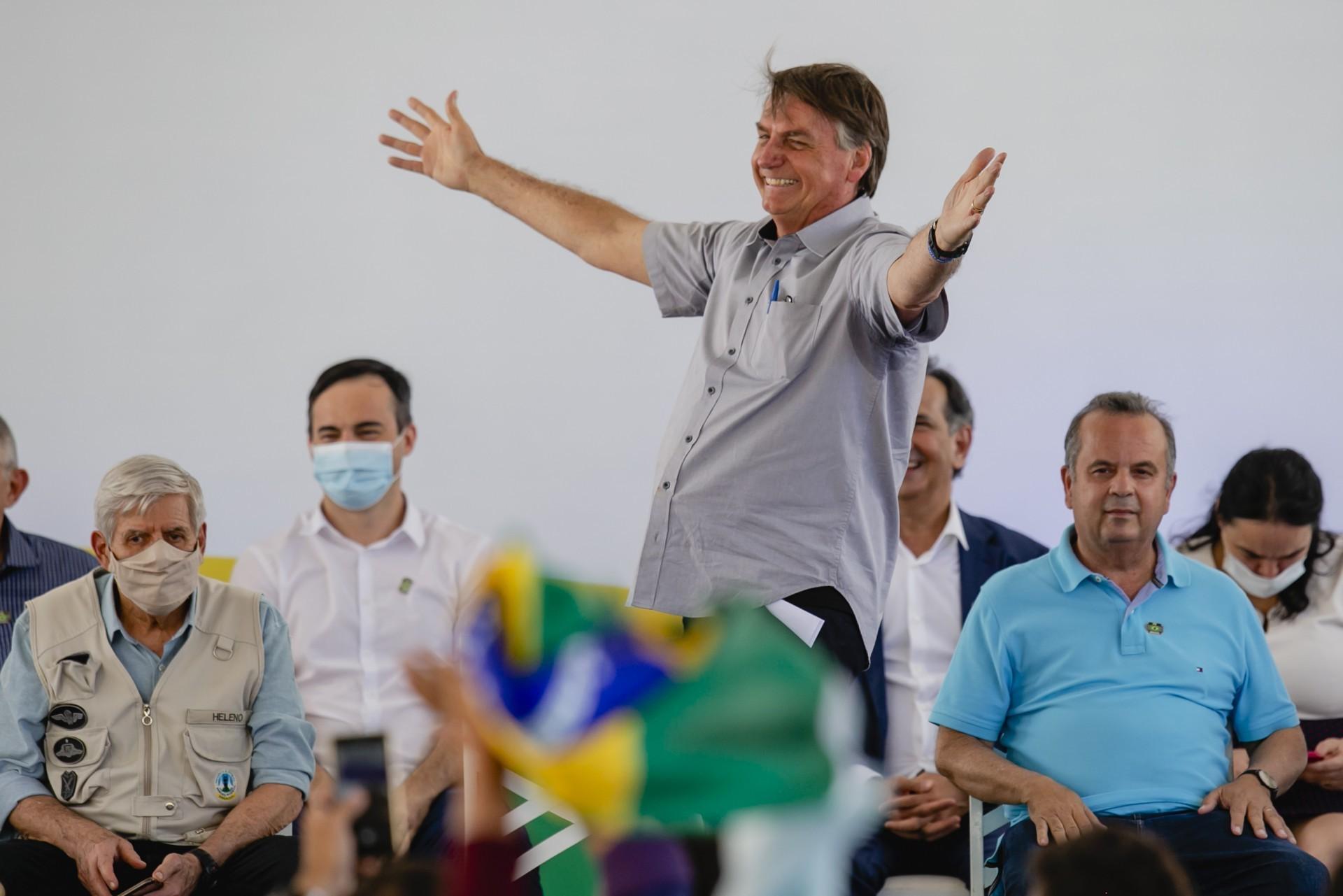 Bolsonaro tem mais que dobro da reprovação de FHC, Lula e Dilma