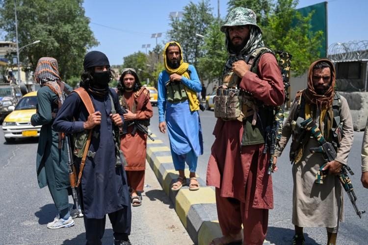 Tropas do Talibã tomaram o controle da capital do Afeganistão, Cabul, neste domingo, 15