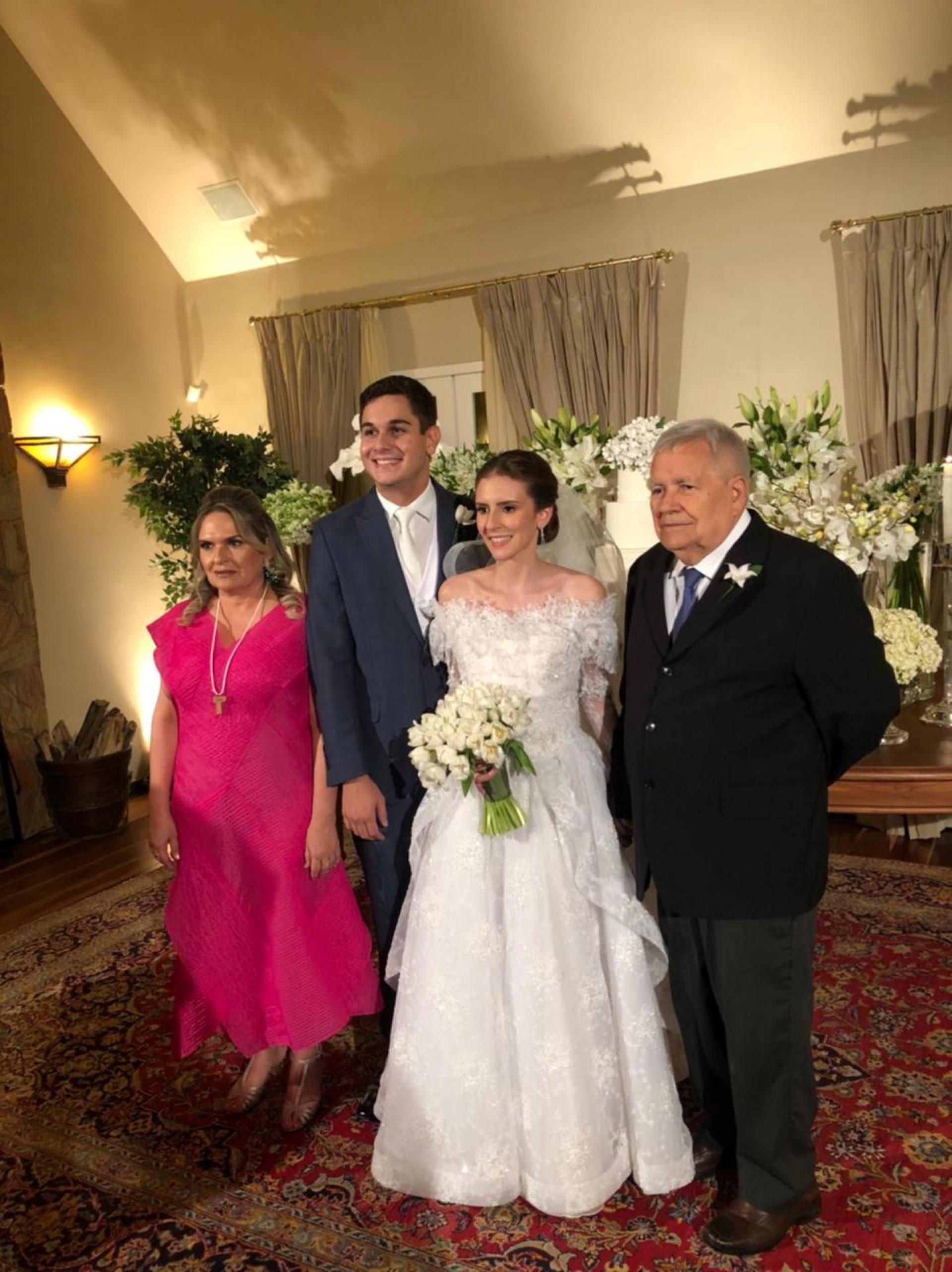 Os noivos com Márcia Lima (tia) e o avô do noivo Roberto Araújo