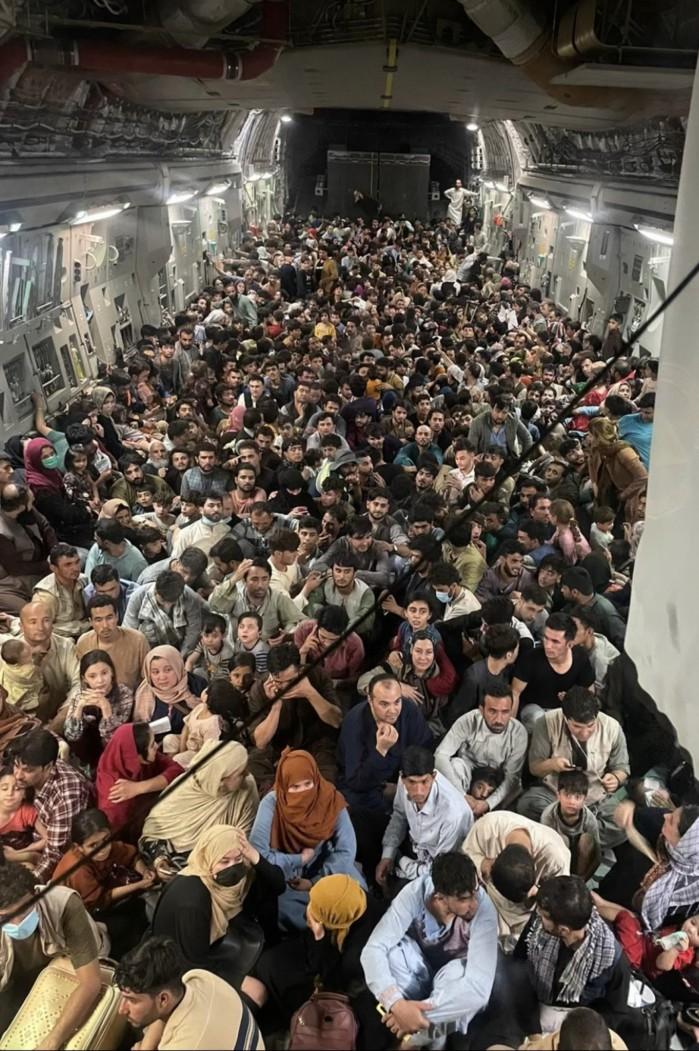 Avião da Força Aérea estadunidense decolou de Cabul com mais de 600 refugiados