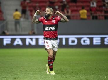 Atacante Gabigol comemora gol no jogo Flamengo x Olímpia, no Mané Garrincha, pela Copa Libertadores