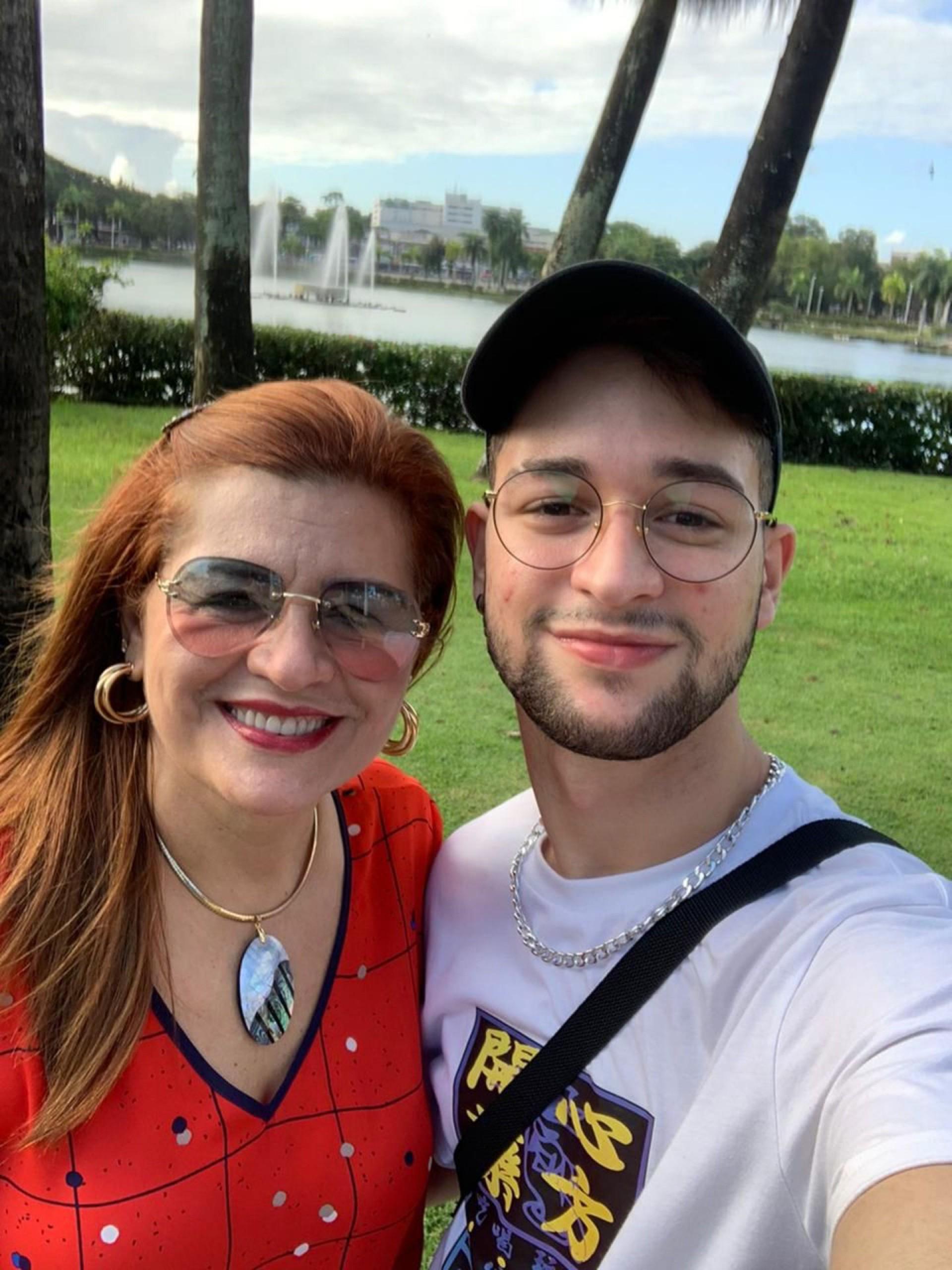 Antonia Martins Cavalcante e o filho João Pedro