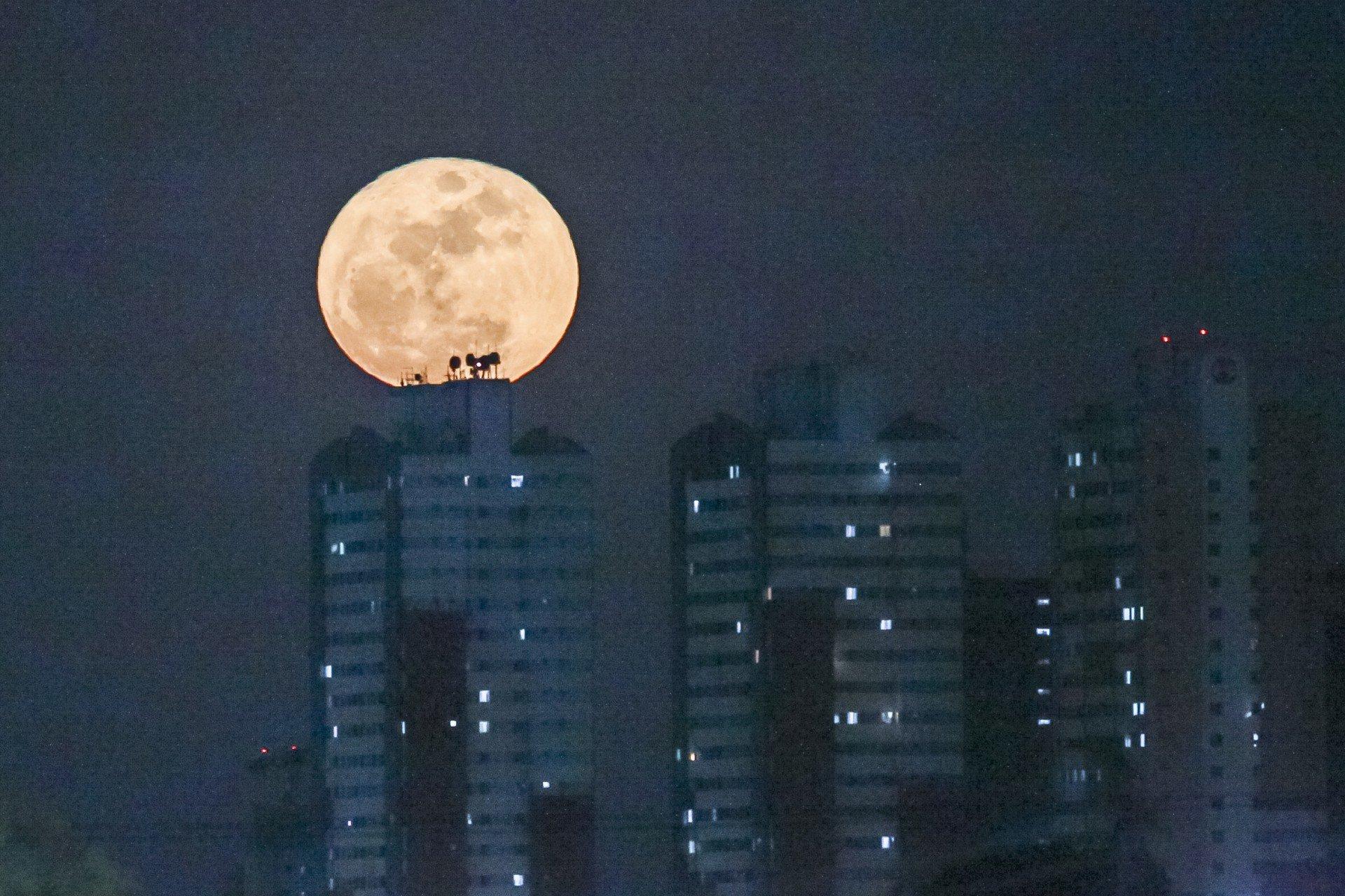 Hoje tem Lua Azul: entenda o fenômeno