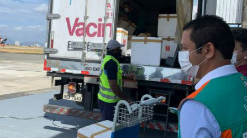 Vacinas são enviadas para distribuição aos municípios cearenses (foto: Divulgação/Sesa)