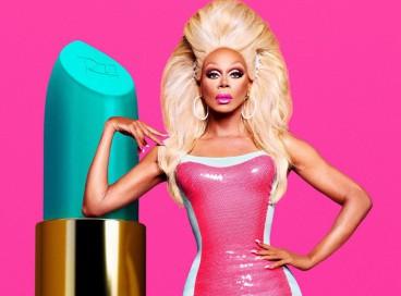 A drag RuPaul apresenta a versão original de Drag Race, além de ser também cantora, atriz e empresária