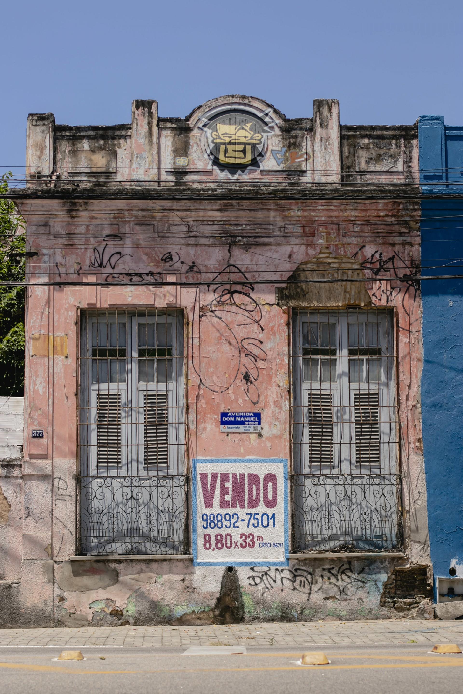 """Projeto """"Casinhas Feias"""" levanta debate sobre imóveis no Centro. Na imagem, casa na avenida Dom Manuel (Foto:Aurelio Alves/ Jornal O POVO) (Foto: Aurelio Alves)"""