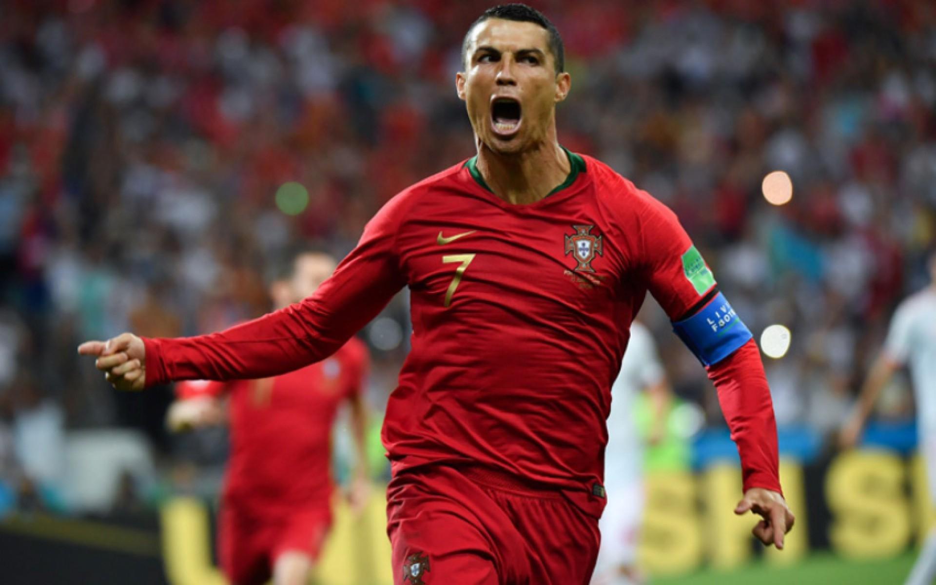 Para lembrar, o português ainda ostenta um título pra lá de invejável: o de jogador mais bem pago do mundo!