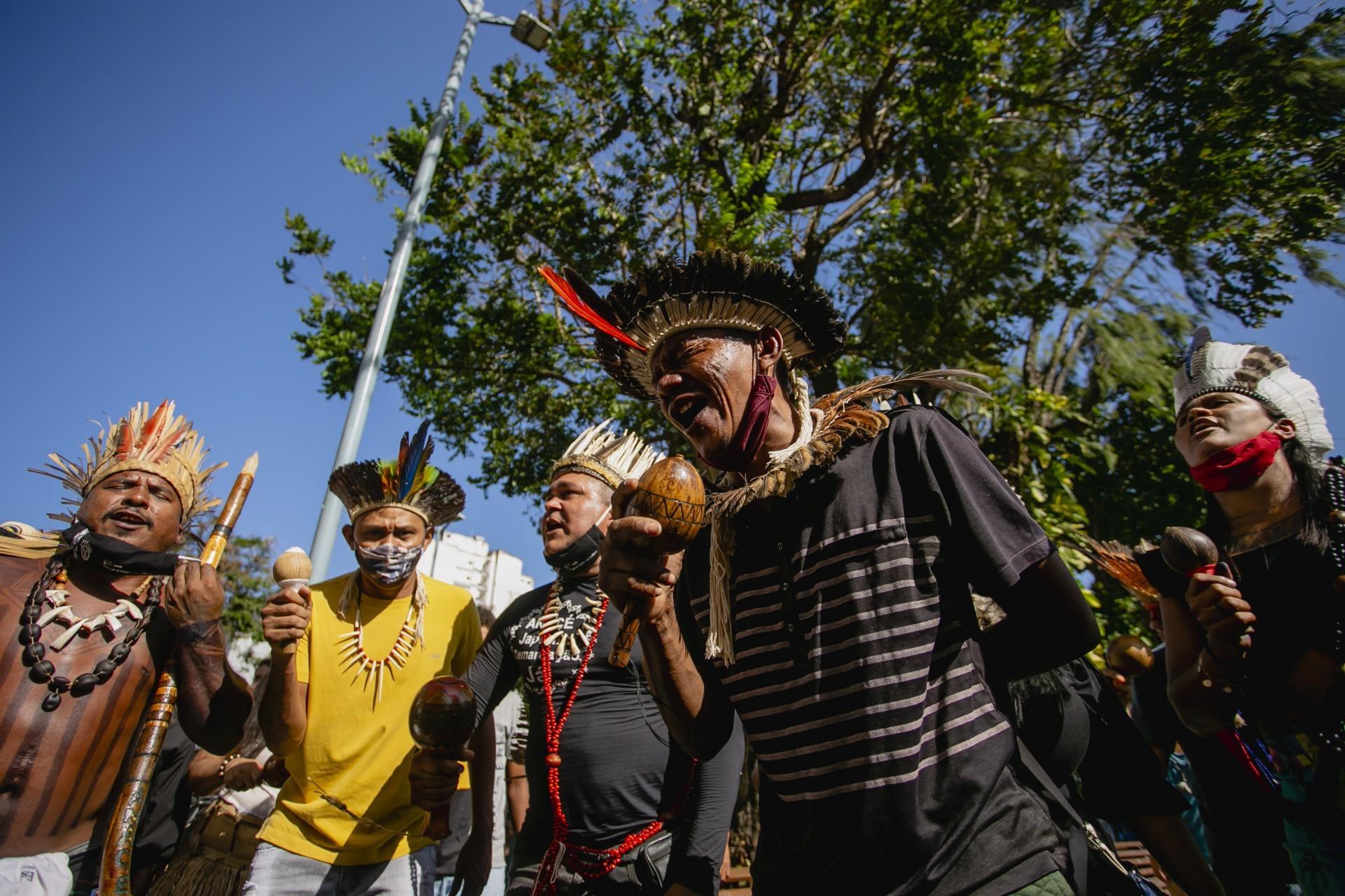 REPRESENTANTES de pelo menos 6 etnias no Ceará realizaram ato na última quarta-feira em Fortaleza, Crateús e Itarema (Foto: Aurélio Alves)