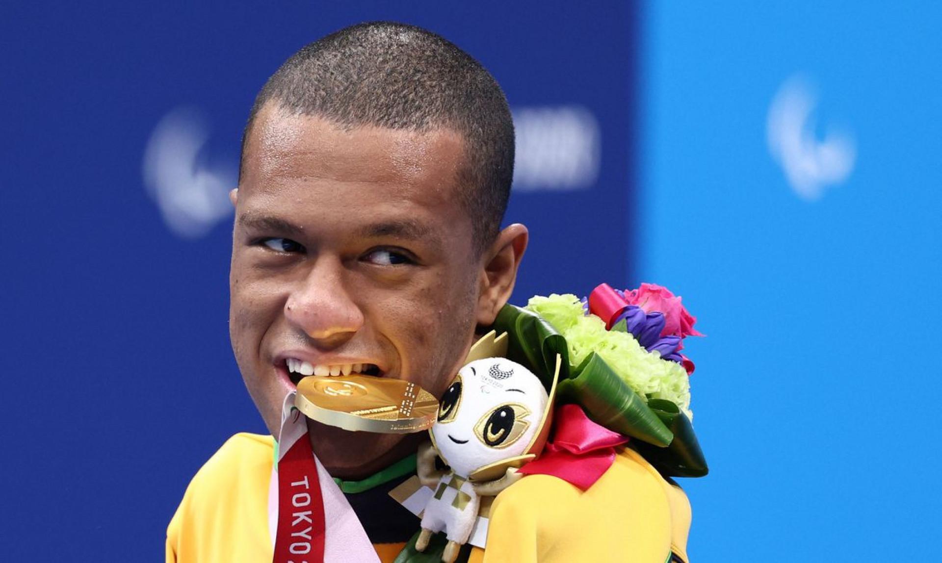 Gabrielzinho garante 2º ouro na Paralimpíada, agora nos 50m costas (Foto: )