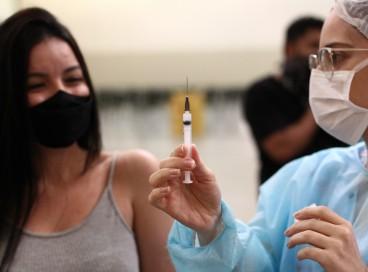 Adultos cadastrados que ainda não tomaram qualquer vacina podem se dirigir ao Sesi Parangaba ou aos Cucas