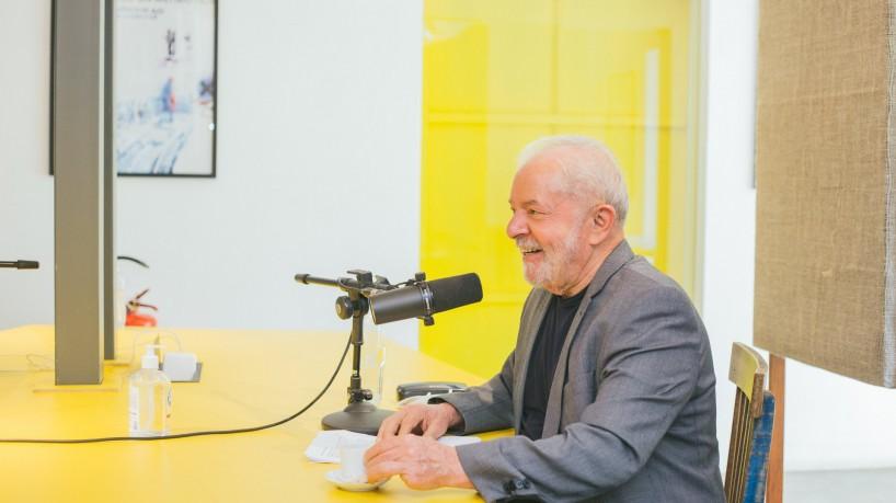 Mano Brown recebe Lula em episódio do podcast 'Mano a Mano', do Spotify(foto: Reprodução/ Twitter @manobrown/ Jef Delgado)