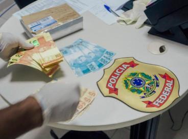 A Polícia Federal prendeu mulher que recebia R$ 2 mil em notas falsas em Maracanaú