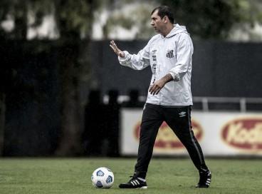 Técnico Fábio Carille em treino do Santos no CT Rei Pelé