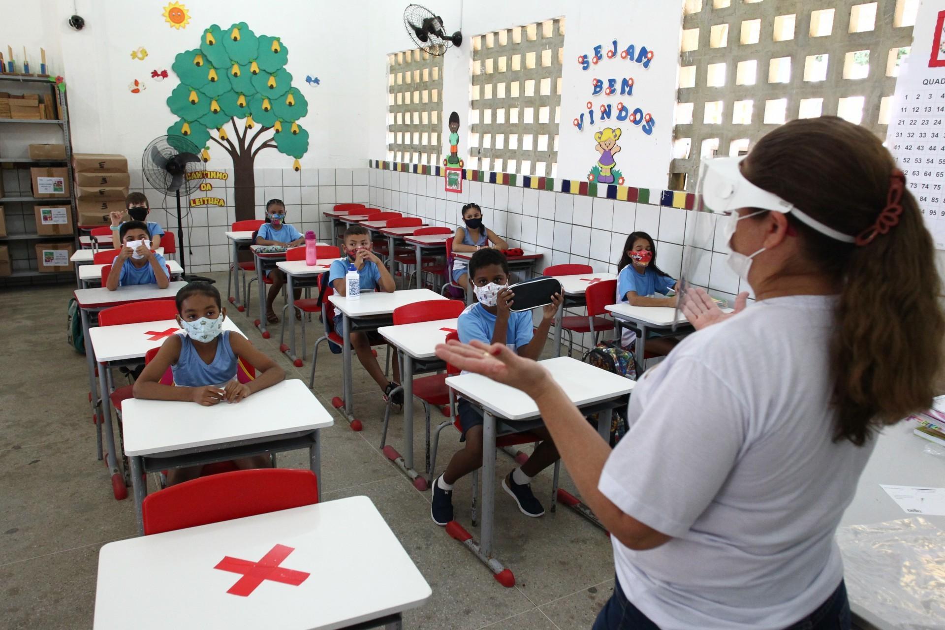 Segunda etapa da volta às aulas da rede pública de Fortaleza
